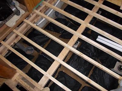 画像:床下の湿気対策に床下調湿材設置