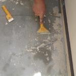 施工中 付着の甘い既存の塗膜を剥がす