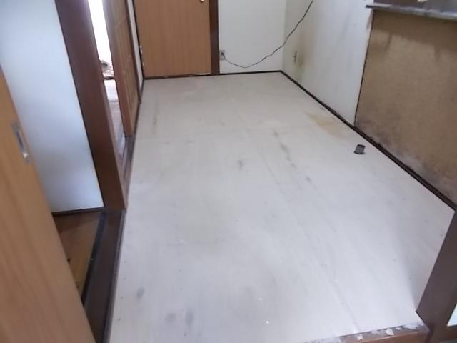 画像:施工中 下地となる合板貼り付け後