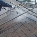 施工中 屋根・外壁等の高圧洗浄中