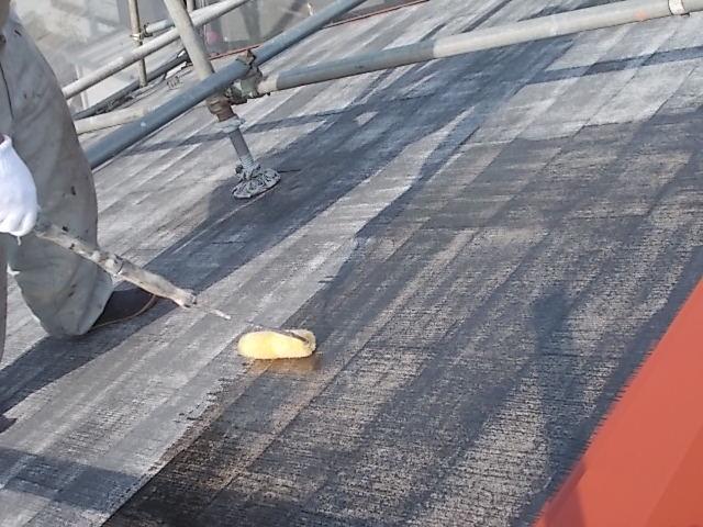 画像:施工中 屋根プライマー塗装中