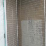 施工中 外壁プライマー(接着剤)塗装  色が濃い部分が塗装済み