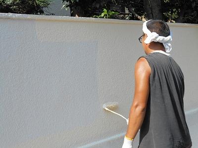 画像:施工中 塀の中塗り