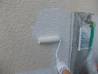 画像:施工中 外壁下塗り中(一回目)