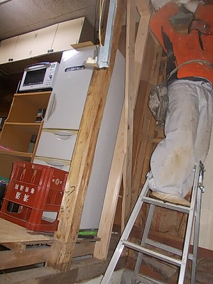 画像:施工中 必要箇所の解体中