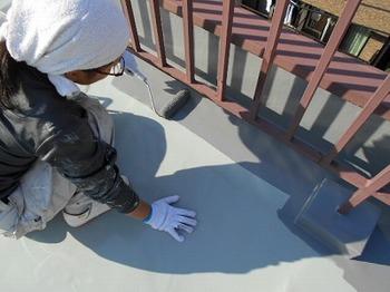 画像:施行中 トップコート塗装