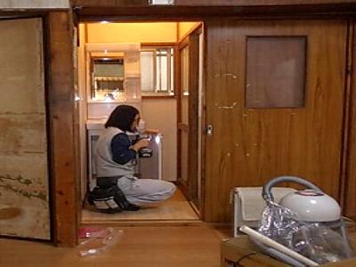 画像:施行中 洗面台設置中