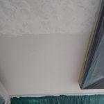 WB多彩仕上工法の施工中 写真上部が模様付け済み