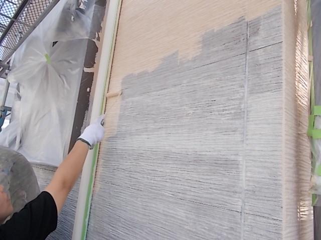 画像:施行中 外壁中塗り中